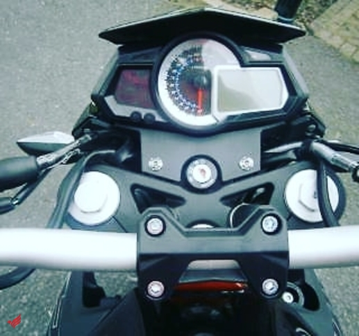 YAMAHA RI 2015 MODEL FOR SAlE