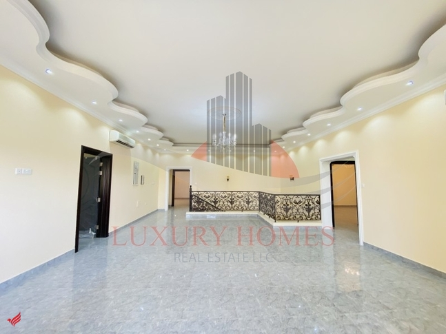 Private Entrance Villa with Decoration and Yard
