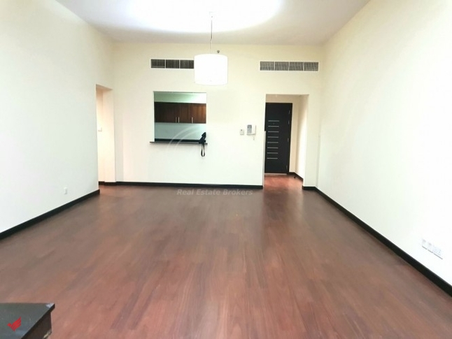 1BR in Green Lakes | Near Metro Station