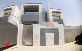 Private Entrance with 3 Kitchens Balcony, Backyard