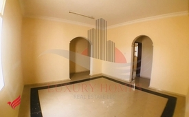 Spacious First Floor Aprt with Private Parking