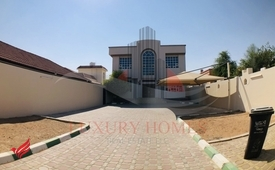 Independent Villa with huge yard and garden area
