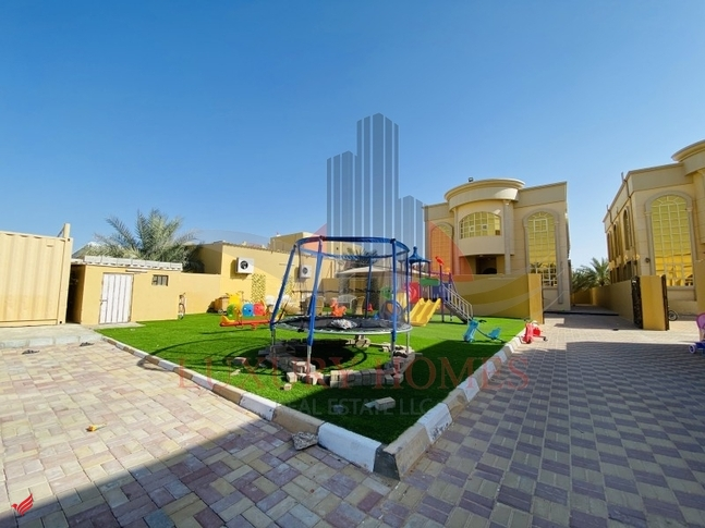 Common Entrance with Private Yard and Kids Play Area