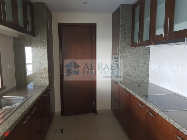 Spacious 1 bed with Business bay and lake view